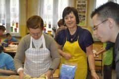 Wspólna praca w kuchni i na dzwonkach granie